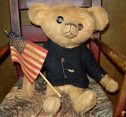 BR103 Theo Bear With Flag-
