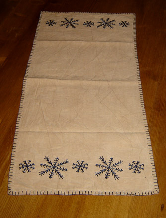 CT160 Stitched Snowflake Runner-