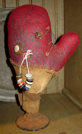 CT280 Make Do Red Wool Mitten Pin Cushion-