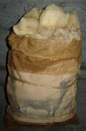 MO187 Burlap Sheep & Wool Bag-