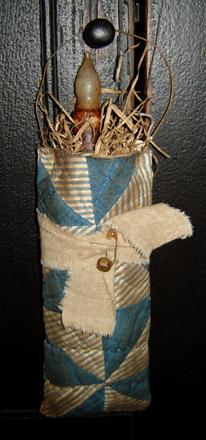 MO207 Old Stripe Quilt Candle Bag Hanger-